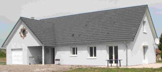 photographie d'une maison en brique monomur, plain pied